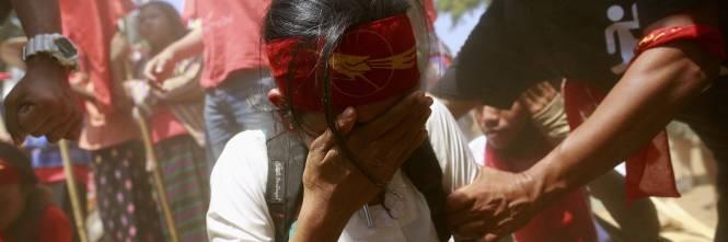 Birmania, scontri studenti-polizia 1