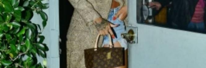 Rihanna semi nuda al ristorante: ecco gli scatti hot 1