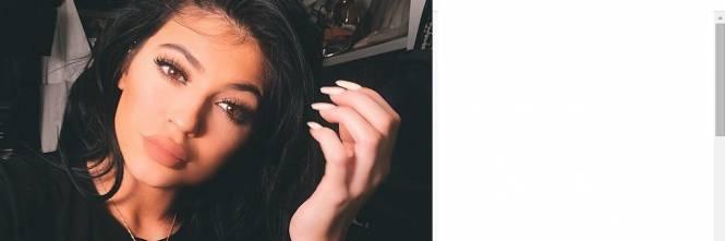 Kylie Jenner, 40 minuti di trucco per labbra turgide