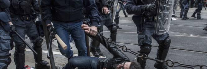 Torino, scontri tra antagonisti e polizia 1