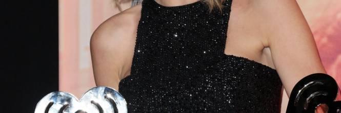 Taylor Swift sexy agli iHeartRadio Music Awards: vince e duetta con Madonna 1