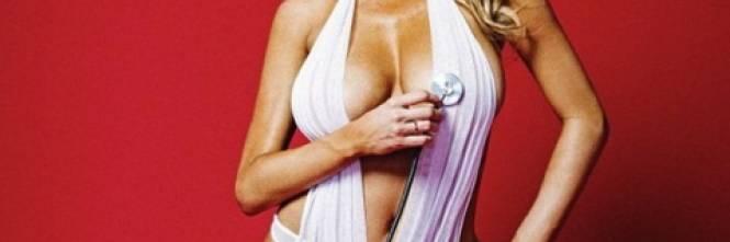 Charlotte McKinney sexy infermiera 1