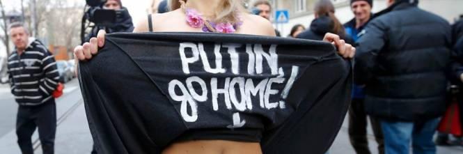 Femen nude: le foto delle proteste 3