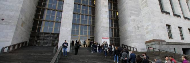 A Milano il giudice sgrida i familiari: