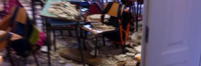 Ostuni, crolla soffitto a scuola 1