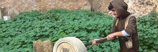 Così lo Stato islamico distrugge il cimitero cristiano 1