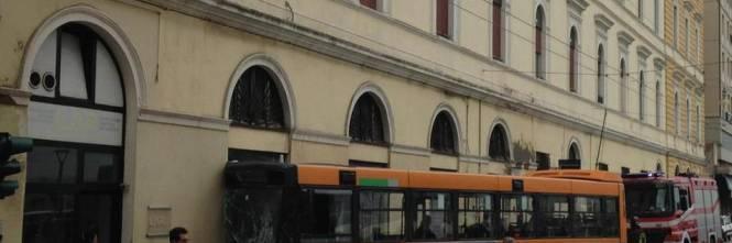 Ancona, autobus si schianta: 18 feriti 1
