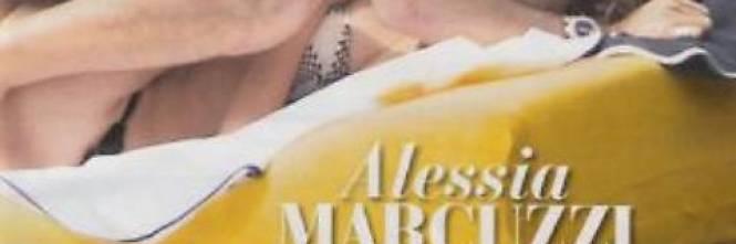 Alessia Marcuzzi e le foto bollenti in barca 1