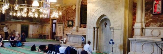 Chiesa trasformata in moschea: ecco le immagini dall'interno 1