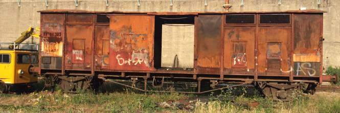 Nella rimessa ferroviaria dove i vagoni sono zeppi di rom e clandestini 1