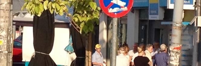 Atene, tra vetrine chiuse e ispettori del fisco 1