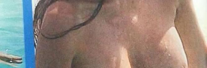 Alba Parietti, topless a Formentera 1
