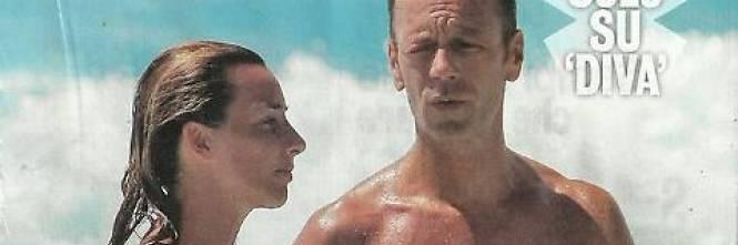 Rocco Siffredi e Rosa Caracciolo, la vacanza diventa sexy: lui nudo, lei in topless 1