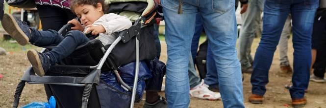 Immigrazione, i bimbi in marcia lungo la rotta balcanica 1