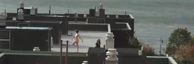 Si affacciano dalla finestra e vedono una modella nuda for Finestra new york