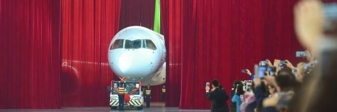 Da oggi la Cina ha un suo aereo di linea 1