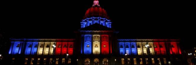 In tutto il mondo la solidarietà per Parigi si tinge del tricolore francese 1