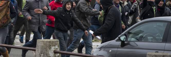 Calais, la rivolta dei migranti 1