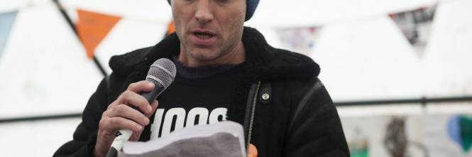 Migranti, Jude Law visita campo profughi a Calais 1