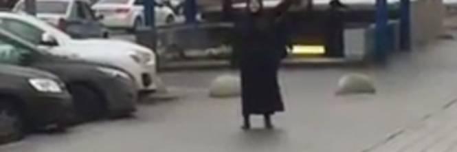 "Mosca, donna urla ""Allah Akbar"" e mostra una testa mozzata 1"