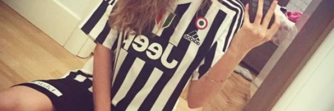 Valentina Allegri, selfie sexy per i fan 1
