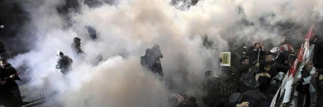 Turchia, scontri dopo il sequestro del quotidiano 6