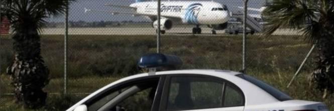 Dirottato volo EgyptAir: in ostaggio 4 stranieri 1