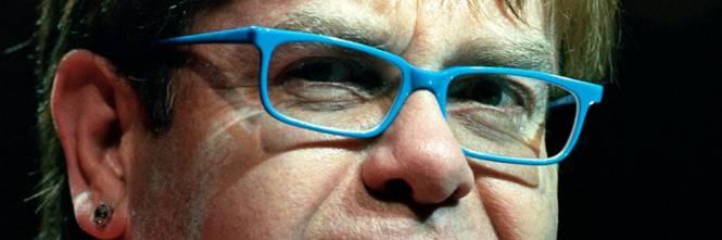 Elton John nega le accuse di molestie