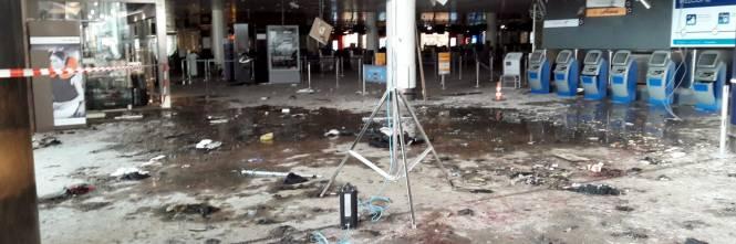 La devastazione a Zaventem dopo l'attentato jihadista 1