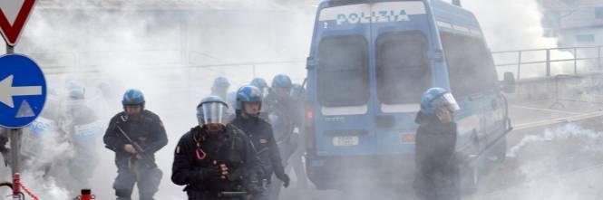 Scontri al Brennero tra black bloc e polizia 1