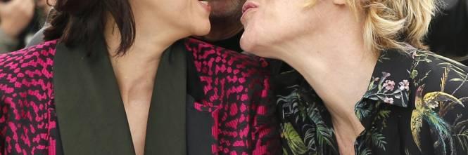 Bacio saffico al Festival di Cannes tra Valeria Bruni Tedesci e Juliette Binoche 1