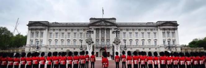 gb paura a buckingham palace un killer cerca la regina