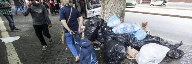 Roma, sciopero rifiuti: il disagio per le vie della città 2
