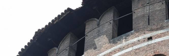 Crollano frammenti della torre: paura al Castello Sforzesco 1