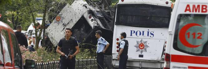 Autobomba fa strage a Istanbul 1