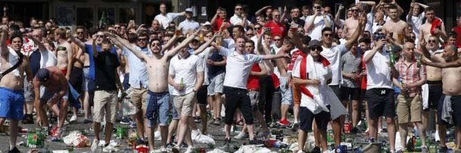 Marsiglia, scontri tra tifosi e polizia 1