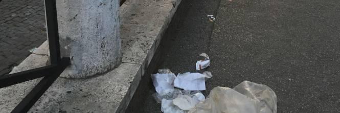Il Colosseo della vergogna: turisti tra rifiuti ed escrementi 1