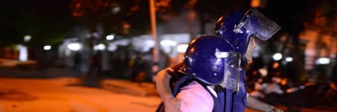 La polizia del Bangladesh sul luogo dell'attacco a Dacca