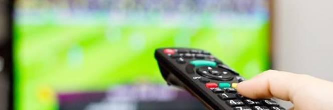 Risultati immagini per telecomando televisione accesa
