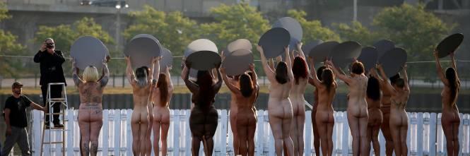 Cleveland, 100 donne posano senza vestiti contro Trump 1
