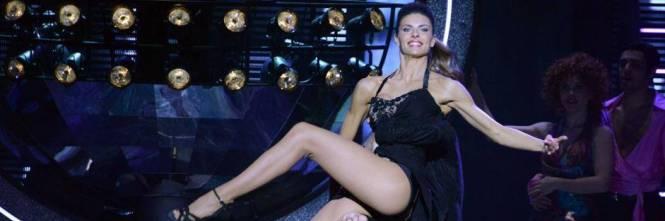 Martina Colombari, esplosiva in ascensore 1