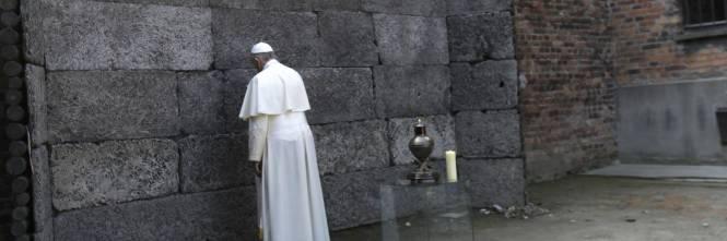Il Papa in visita ad Auschwitz 1