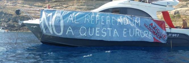 Ventotene, la protesta in barca di Alemanno 1