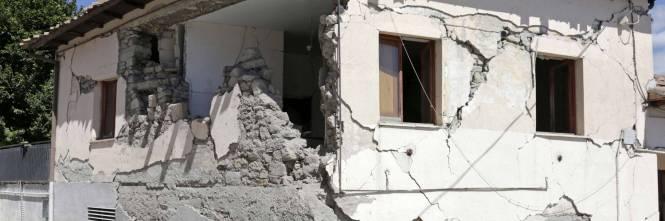 Casa italia senza fondamenta e il governo vuole una tregua - Casa senza fondamenta terremoto ...