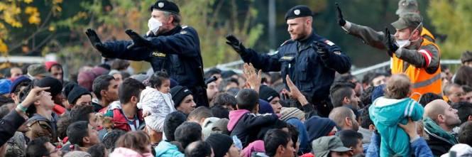 Ora l\'Europa ci vieta di cacciare migranti con precedenti penali