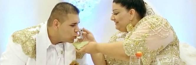 Matrimonio Gipsy Soldi : Matrimonio gitano nel lusso gli ospiti ricoprono la sposa