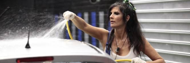 GF Vip, sexy car washing per Valeria Marini e Pamela Prati 1