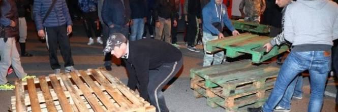 Ferrara, cittadini in strada contro i profughi 1
