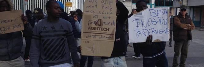 La protesta dei migranti contro l'Arci 1