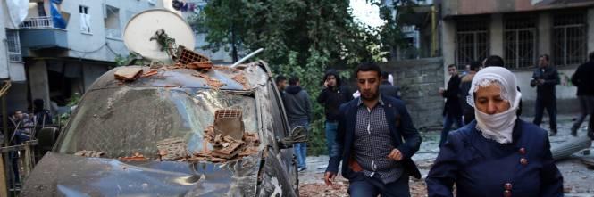 Autobomba contro la polizia a Diyarbakir 3